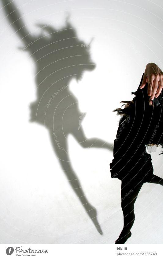 Creepy Mensch Hand weiß schwarz springen Beine Vogel Tanzen fliegen Maske gruselig Schweben Geister u. Gespenster Textfreiraum Erscheinung Halloween