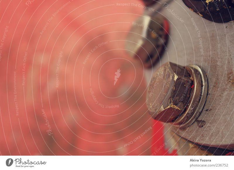Festgeschraubt Metall fest grau rot schwarz silber Schraube Farbfoto Außenaufnahme Nahaufnahme Detailaufnahme Textfreiraum links Schwache Tiefenschärfe Gerät
