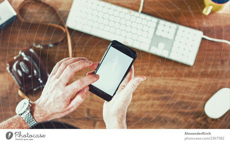 Business Man using Mobile Phone in Office Mensch Erwachsene Lifestyle Design Büro Computer Internet Medien Teamwork PDA Erscheinung Hipster Designer clever