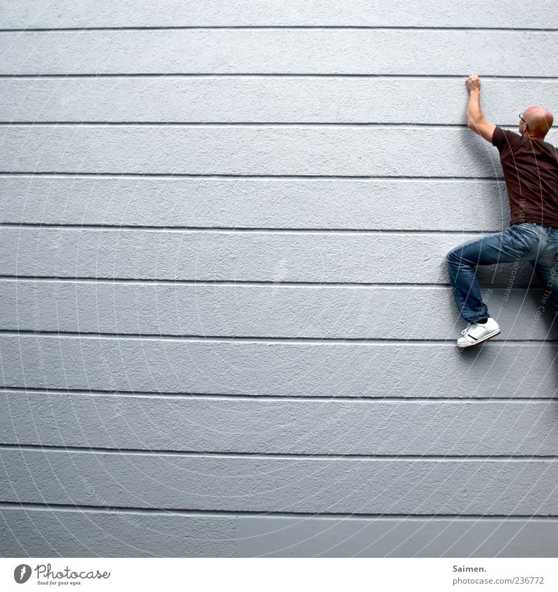 cityclimber II Wand Bewegung Gebäude Mauer Linie Fassade Kraft festhalten sportlich Klettern Mut anstrengen Halt üben