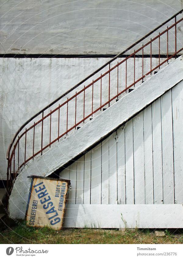 Der Aufstieg ist möglich! Glaser Mauer Wand Treppe Stein Holz Metall Schilder & Markierungen alt einfach weiß unbenutzt Großbuchstabe Wort Werbeschild Farbfoto