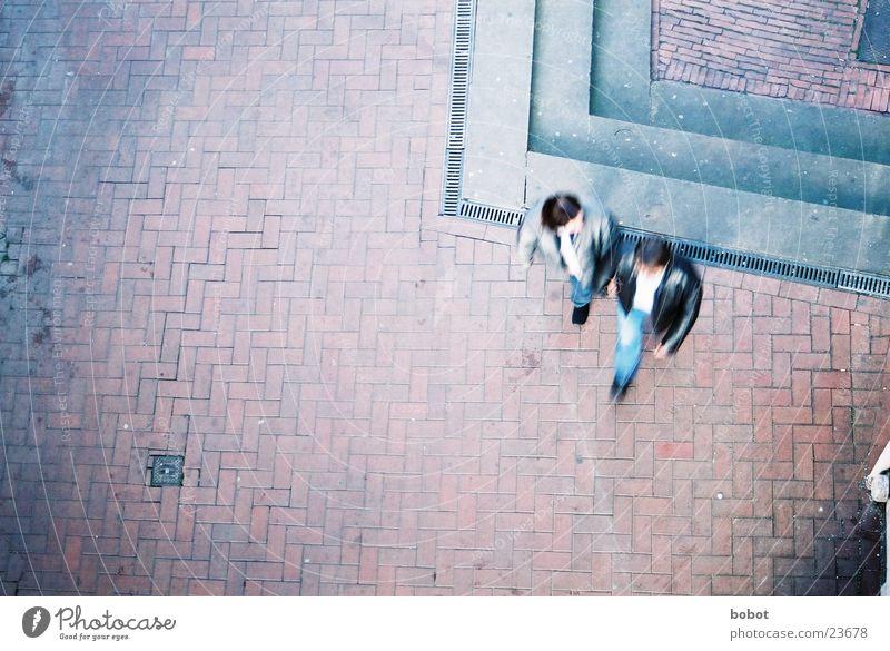 Tauben bei Zielübung sprechen gehen Mann Frau Fußgängerzone marschieren Ladengeschäft Paar Straße Stein Arbeit & Erwerbstätigkeit Landkreis Osnabrück paarweise