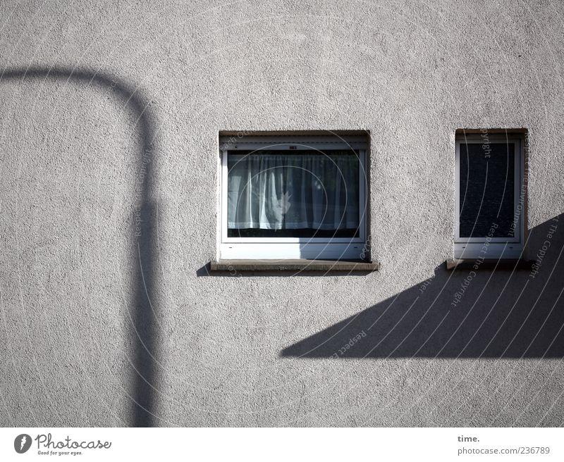 Frankfurt Sundown Einsamkeit ruhig Haus Fenster Wand grau Mauer Fassade Ordnung Hochhaus Häusliches Leben Sicherheit Sauberkeit Straßenbeleuchtung Langeweile Gardine