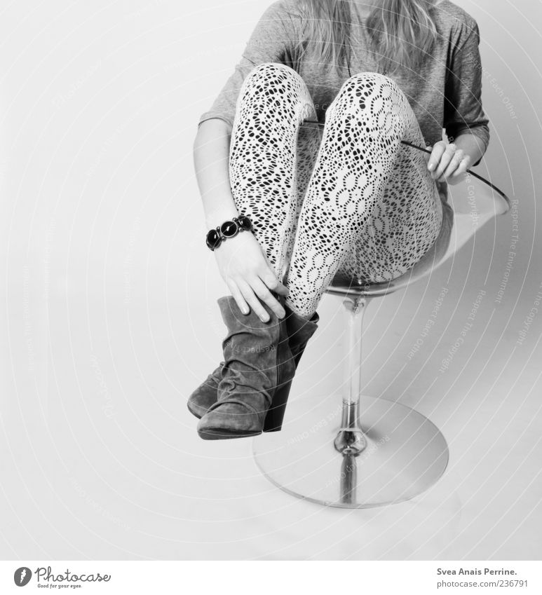 kopflos. Mensch Jugendliche feminin Stil Mode Schuhe elegant sitzen modern Junge Frau 18-30 Jahre 13-18 Jahre dünn Schmuck trendy anonym