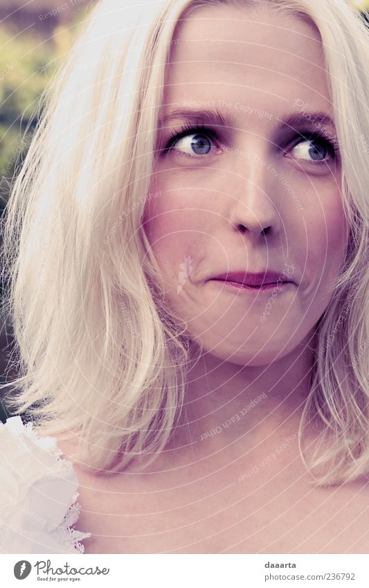 Mensch Jugendliche schön Freude Gesicht Auge gelb feminin Gefühle Garten Haare & Frisuren Glück Erwachsene Denken Stimmung Park