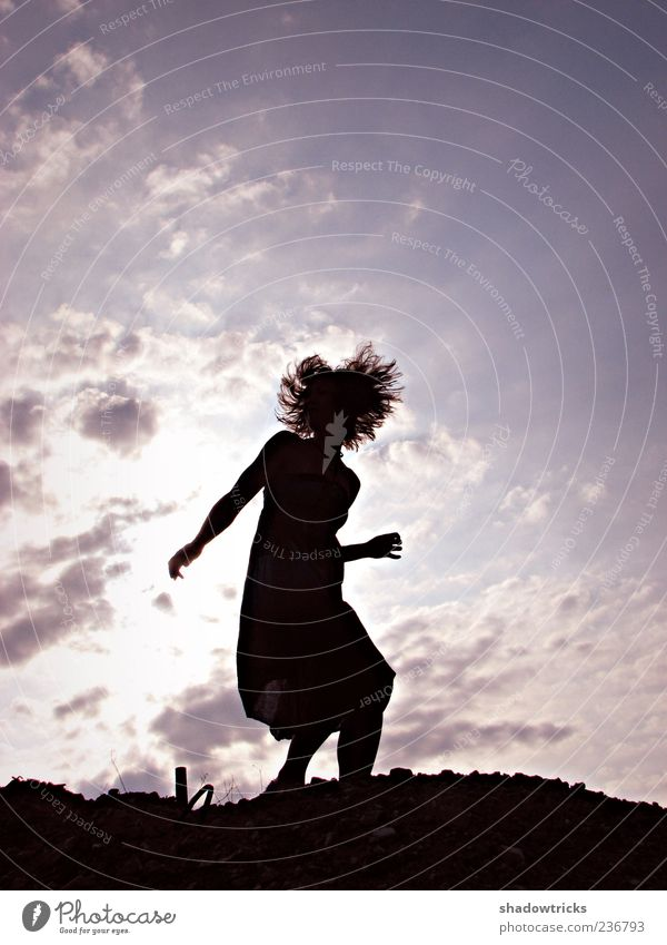 Sundance Mensch Frau Himmel Jugendliche schön Freude Wolken Erwachsene feminin Leben Glück Tanzen ästhetisch Fröhlichkeit Junge Frau 18-30 Jahre