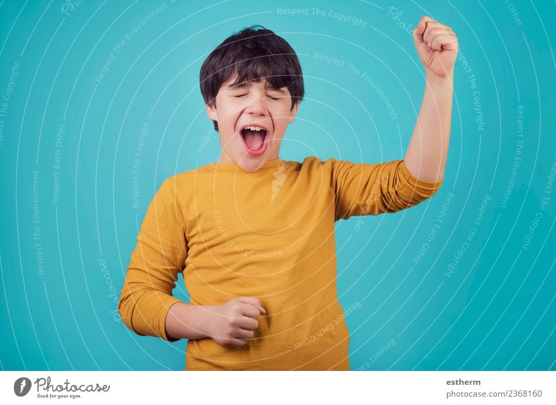 Kind Mensch Freude Lifestyle Gefühle Junge Glück Feste & Feiern maskulin Kindheit Kraft Fröhlichkeit Erfolg Lächeln Fitness 8-13 Jahre