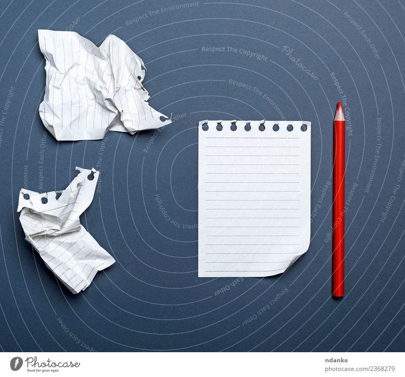 weiße Blankoblätter Schule Büro Business Papier schreiben rot schwarz Idee Bleistift zerknittert Hintergrund angewinkelt blanko Eckstoß Tagebuch Schriftstück
