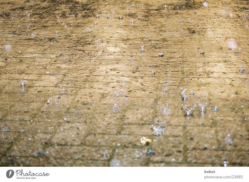 rain 003 Regen Wellen Reflexion & Spiegelung Trauer nass feucht Wasser Traurigkeit kräuseln Überschwemmung