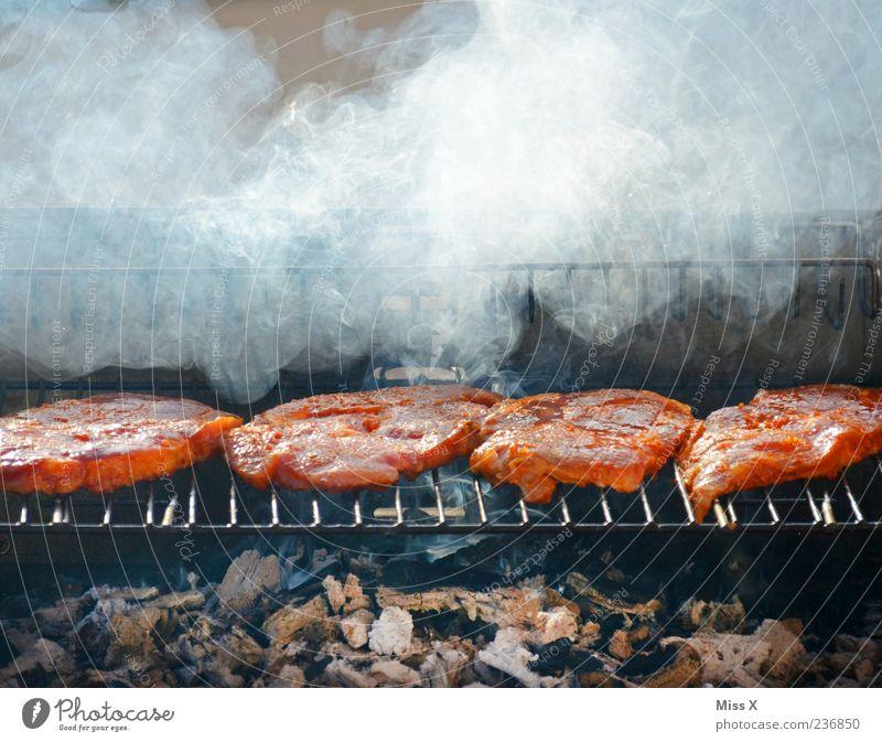 Fleischlos glücklich? Ernährung Lebensmittel Feste & Feiern Rauchen lecker Grillen Abendessen saftig Kochen & Garen & Backen Grillrost roh Steak Grillkohle