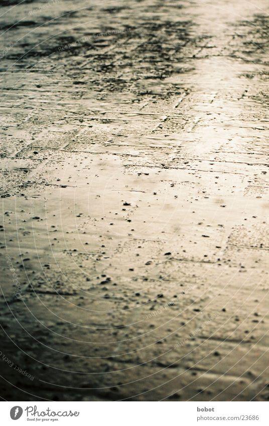 rain 002 Regen Wellen Reflexion & Spiegelung Trauer nass feucht Wasser Traurigkeit kräuseln Überschwemmung