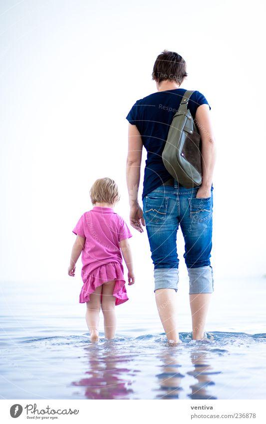 Mutter und Tocher Mensch Frau Kind Wasser Mädchen Erwachsene gehen rosa Familie & Verwandtschaft Kleid Hose Eltern Wasseroberfläche Tasche Generation 3-8 Jahre