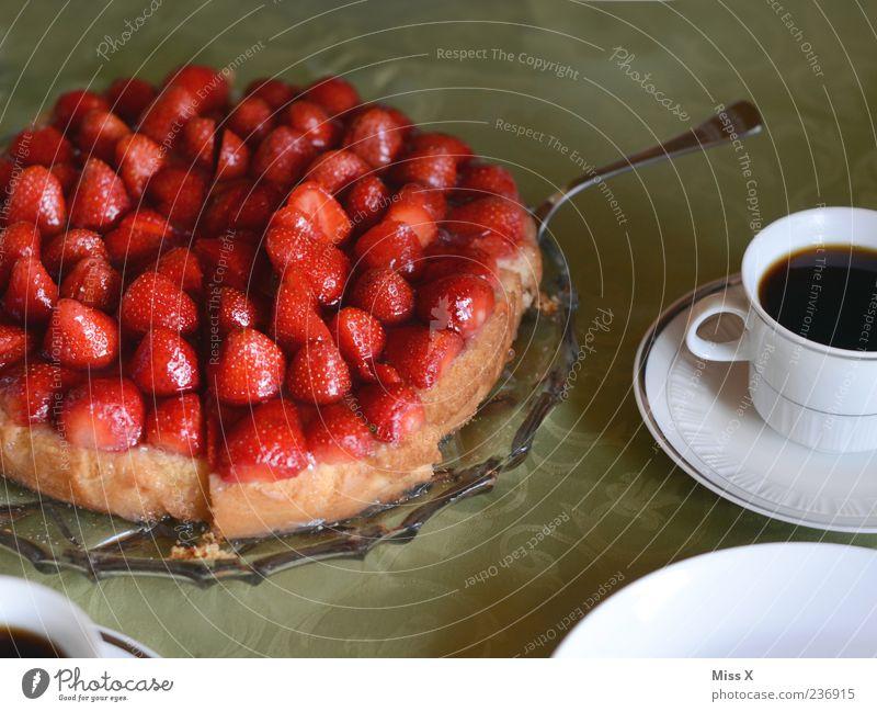 Konditorei geplündert rot Ernährung Lebensmittel Frucht frisch Getränk Kaffee süß Kuchen lecker Appetit & Hunger Backwaren Erdbeeren Torte saftig