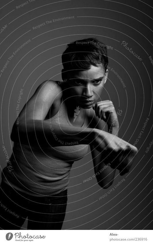 The Shadowboxer Mensch Frau Jugendliche weiß schwarz Erwachsene dunkel feminin Sport Gefühle braun Kraft maskulin gefährlich 18-30 Jahre Coolness