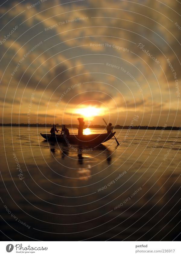 Our Mother Ganga Mensch Himmel schön Sommer Wasser Wolken Ferne Wärme Bewegung Menschengruppe Schwimmen & Baden Wasserfahrzeug Horizont stehen Abenteuer Fluss