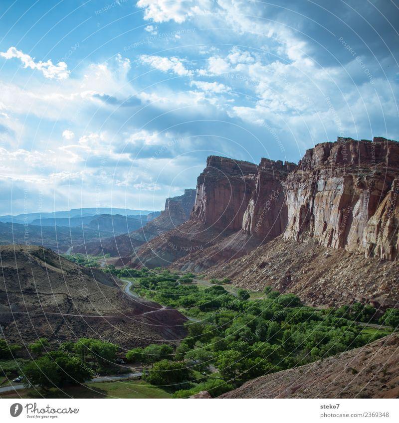 Capitol Reef National Park Utah Horizont Schönes Wetter Felsen Berge u. Gebirge Schlucht Capitol Reef NP blau braun grün einzigartig Ferien & Urlaub & Reisen