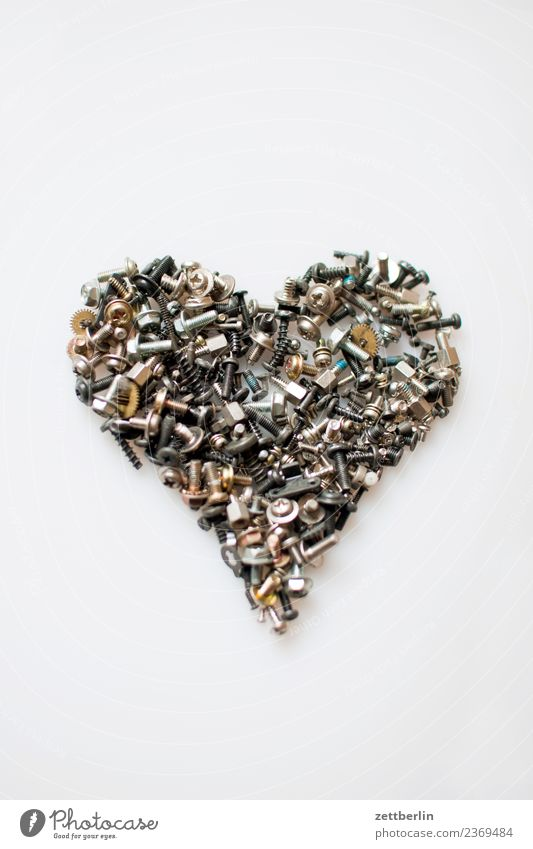 Herz aus Gold durcheinander feinmechanik Freisteller kleinteil Liebe Liebeserklärung Mechanik Menschenmenge Menschenleer Metall Metallwaren Mutter Reparatur