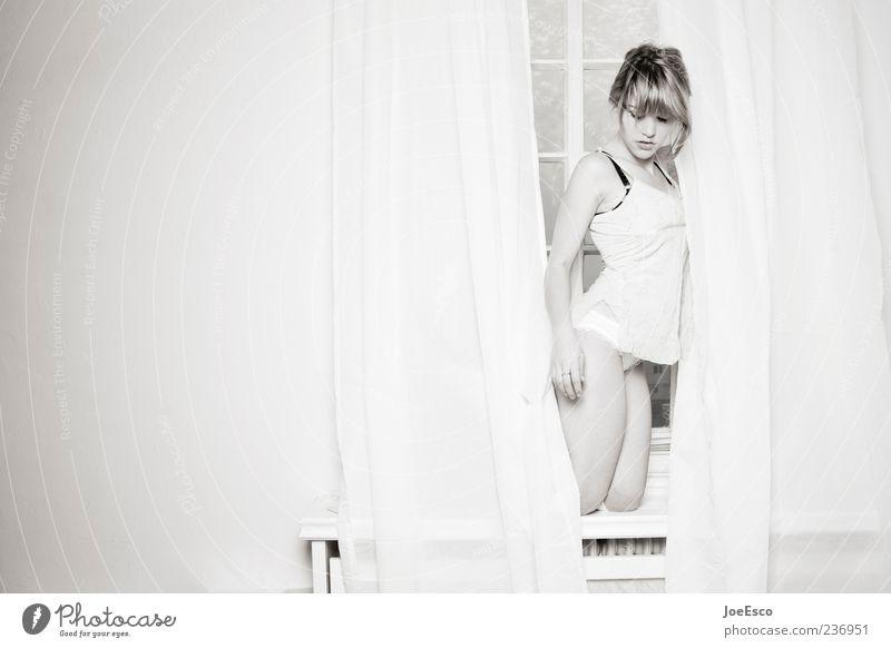 #236951 Frau schön Erwachsene feminin Stil natürlich elegant einzigartig festhalten Gardine Unterwäsche Schlafanzug Mensch Fensterbrett knien Unterhemd