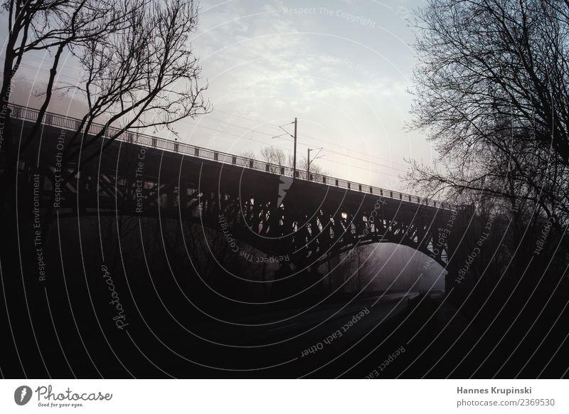 Aus dem Nichts Landschaft Himmel Wolken Sonnenaufgang Sonnenuntergang Nebel Menschenleer Brücke Architektur Straße Eisenbahn Gleise Metall beobachten Denken
