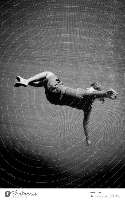 Rückenlandung Mensch Jugendliche Sommer Freude Sport feminin springen Stil Bewegung Freiheit Kraft Erwachsene elegant fliegen Rücken