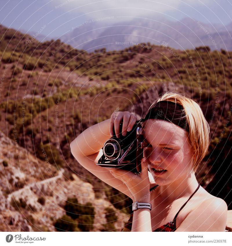 Analoge Zeiten Mensch Himmel Natur Jugendliche Ferien & Urlaub & Reisen ruhig Erwachsene Ferne Erholung Umwelt Landschaft Leben Berge u. Gebirge Freiheit träumen blond