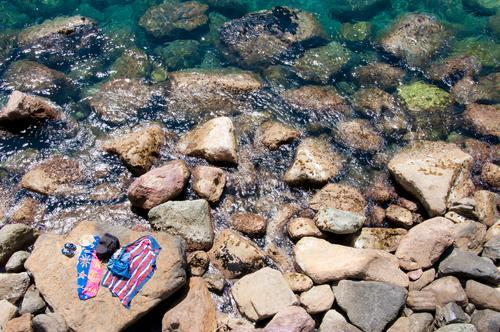 Hai-| Fischfutter - schon im Wasser Natur Ferien & Urlaub & Reisen Sommer Sonne Meer Strand Umwelt Küste Tourismus Stein Schwimmen & Baden Felsen