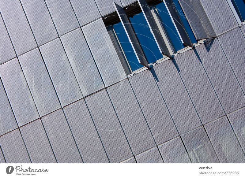 Tag des offenen Fensters Bankgebäude Industrieanlage Bauwerk Gebäude Architektur Mauer Wand Glas Metall blau grau Coolness Einsamkeit Perspektive Farbfoto