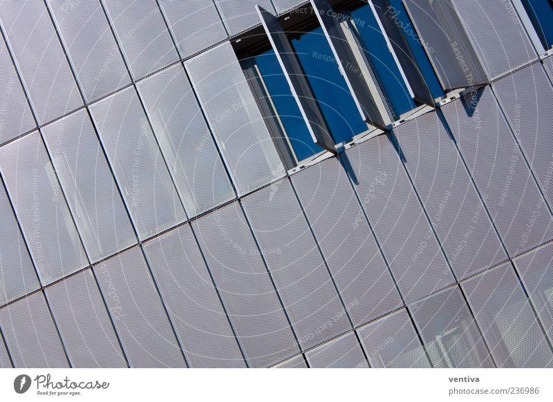 Tag des offenen Fensters blau Einsamkeit Wand Architektur grau Gebäude Mauer Metall Autofenster Glas Fassade Perspektive Coolness Bankgebäude Bauwerk