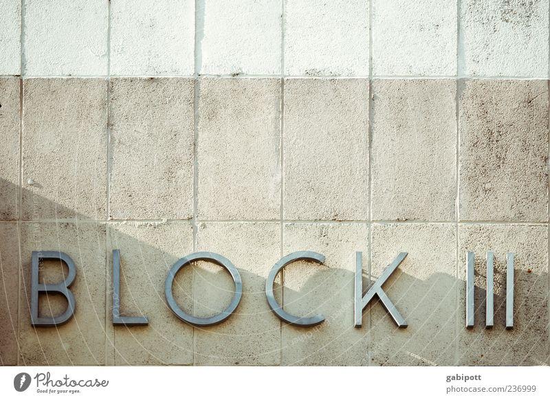Block III Haus Wand Stein Mauer Metall Fassade Schilder & Markierungen 3 Beton Schriftzeichen trist Ziffern & Zahlen Güterverkehr & Logistik Fliesen u. Kacheln Wort Block