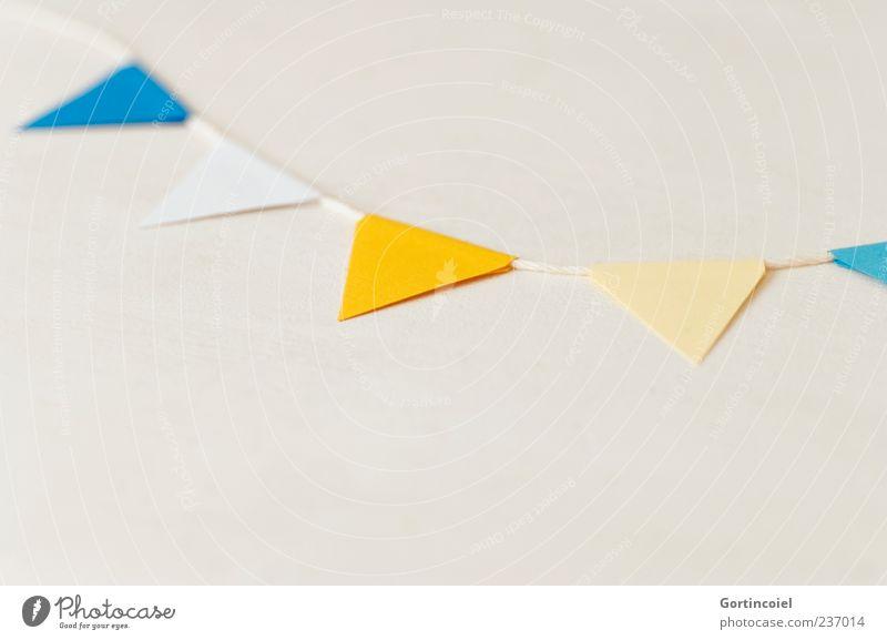 Feststimmung blau weiß gelb hell liegen Dekoration & Verzierung Papier festlich Girlande Freisteller Vor hellem Hintergrund