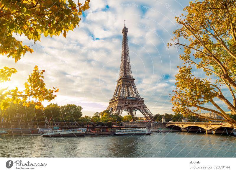 Paris am Morgen Ferien & Urlaub & Reisen Sommer Stadt Skyline Sehenswürdigkeit Tour d'Eiffel Liebe Eiffel Tower France Urban Großstadt Architecture Tourism