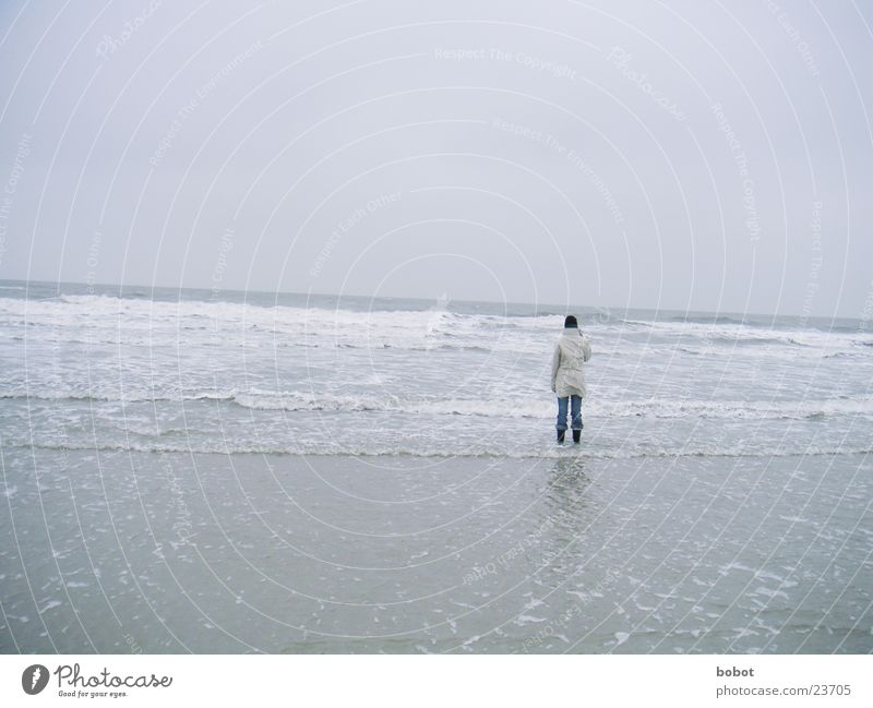 Lonely one Meer Strand Wolken kalt See nass Jacke Mütze Stiefel Wattenmeer Gischt