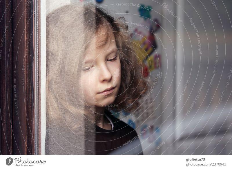 Why? | Portrait eines traurigen Jungen am Fenster Kind Mensch Einsamkeit Leben Traurigkeit träumen nachdenklich blond Kindheit Wandel & Veränderung Trauer