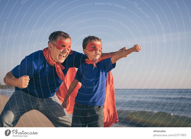 Kind Natur Ferien & Urlaub & Reisen Mann Sommer Erholung Freude Strand Erwachsene Leben Lifestyle Gefühle Familie & Verwandtschaft Junge Glück Spielen
