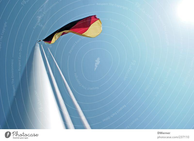 die FrauenWM kommt.... Himmel Sommer Freiheit Bewegung hell Deutschland Wind Schilder & Markierungen Tourismus ästhetisch Fröhlichkeit Symbole & Metaphern Schönes Wetter Fahne Zeichen Unendlichkeit