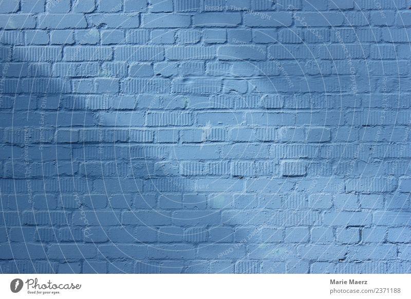 Blaue Backstein-Wand mit Licht & Schatten Mauer Fassade Erholung Blick Freundlichkeit blau Sicherheit ruhig Hoffnung Hintergrundbild Strukturen & Formen