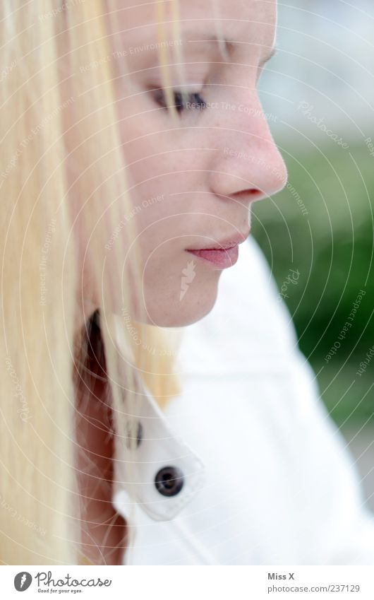 Ces feminin Junge Frau Jugendliche Gesicht 1 Mensch 18-30 Jahre Erwachsene Haare & Frisuren blond langhaarig Blick hell schön Gefühle Sehnsucht Enttäuschung