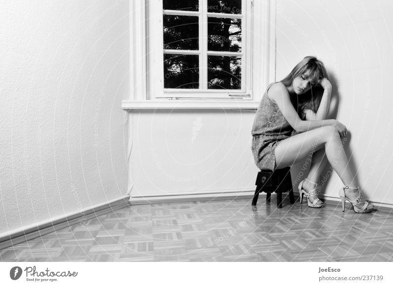 #237139 Stil schön Frau Erwachsene Leben Mensch Damenschuhe langhaarig hocken sitzen Traurigkeit einzigartig natürlich Liebeskummer Müdigkeit Enttäuschung