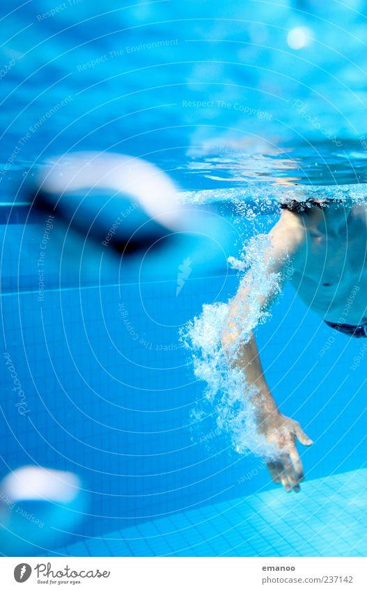 Armzug Mensch Jugendliche blau Wasser Ferien & Urlaub & Reisen Erwachsene Sport Bewegung Luft Schwimmen & Baden Kraft Freizeit & Hobby Arme nass maskulin