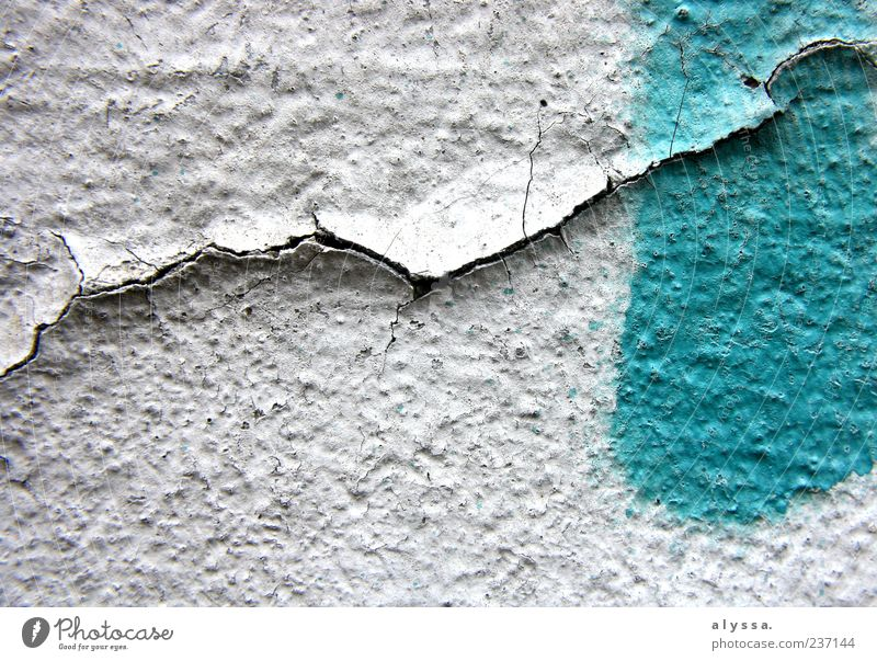 für immer. blau weiß grün Graffiti Farbstoff Fassade Beton trist Riss abblättern