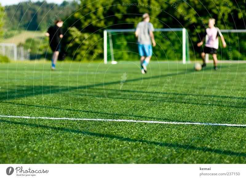 Frauenfussballtraining Mensch Jugendliche grün Erwachsene Leben Sport Bewegung Freizeit & Hobby Fußball Junge Frau 18-30 Jahre Spielfeld Tor Sportler üben