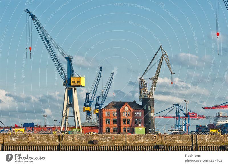 Einsamkeit Wolken Architektur Gebäude einzigartig Güterverkehr & Logistik Hafen Schifffahrt Kran Blauer Himmel Industrieanlage Gefühle