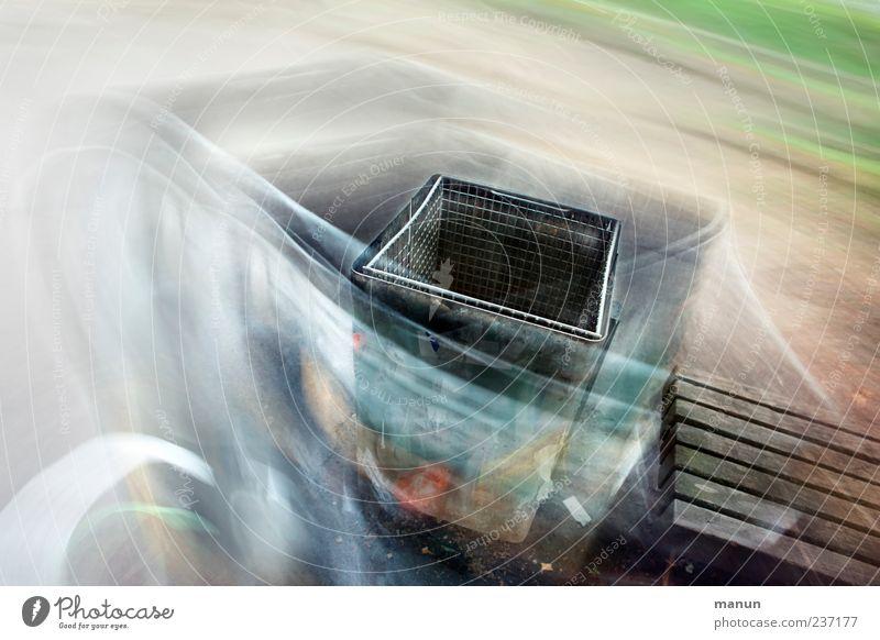 Mülleimer Park Müllbehälter Metall außergewöhnlich Kreativität Kunst Umweltverschmutzung Farbfoto Außenaufnahme Experiment abstrakt Menschenleer