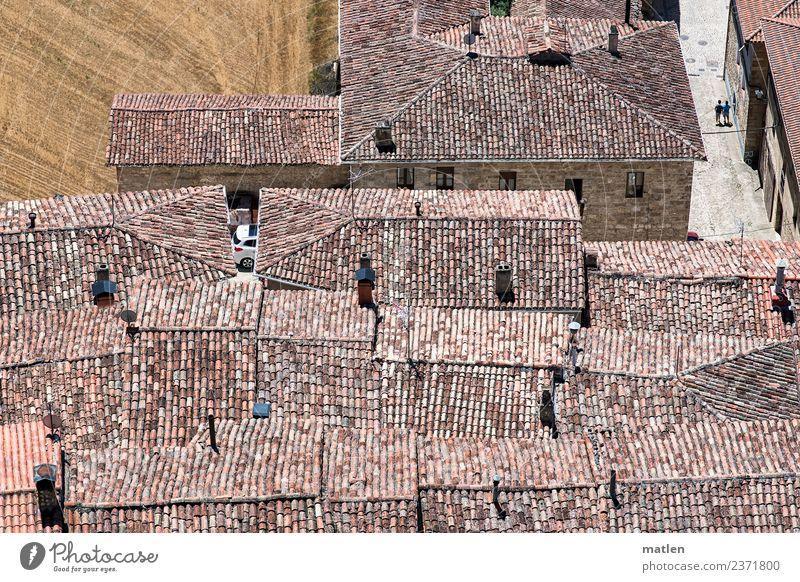 Dächer 2 Mensch Kleinstadt Altstadt Haus Architektur Mauer Wand Dach heiß historisch trocken braun grau rot Feld Sommer Straße Rioja Spanien Farbfoto