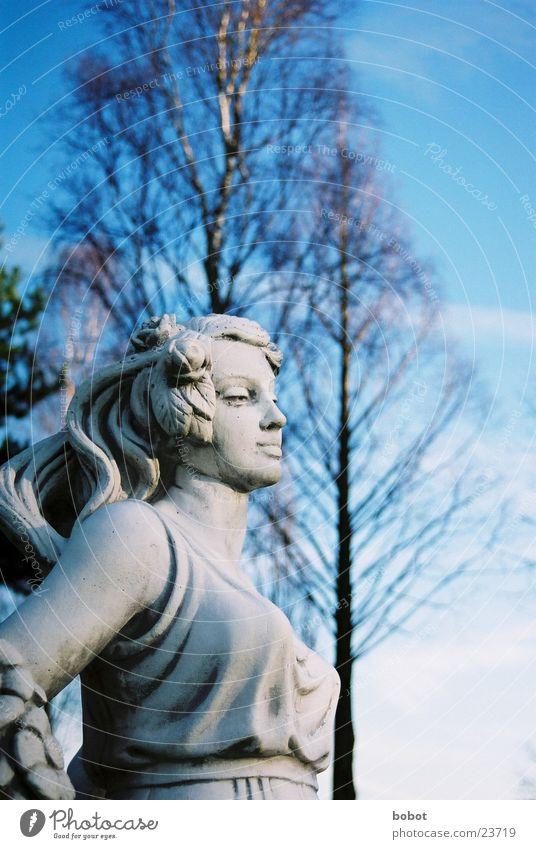 Stoned II Frau Himmel blau Stein Kunst Beton Kleid Statue Handwerk stagnierend Bildhauerei