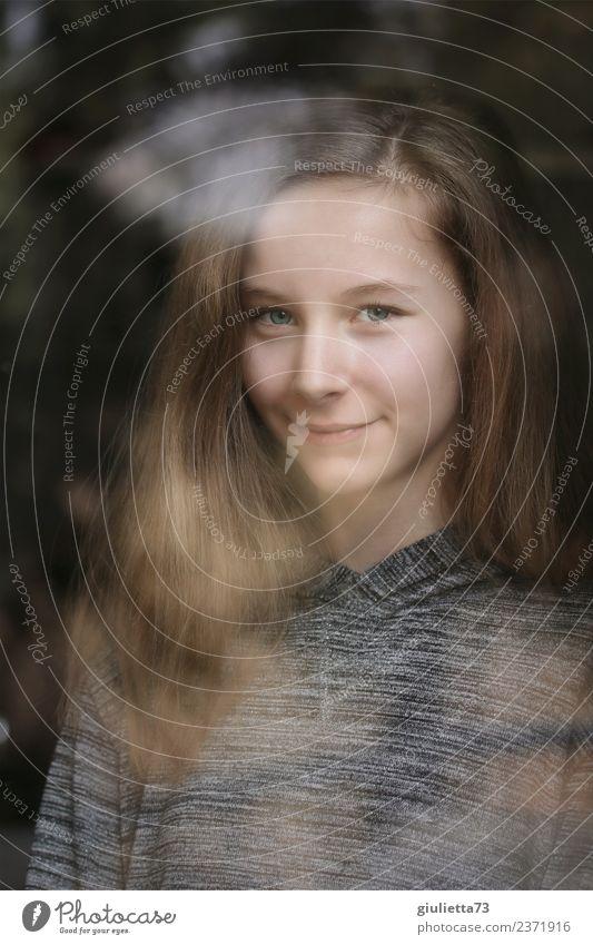 I see you | Portrait eines Mädchens im Fenster gespiegelt feminin Junge Frau Jugendliche 1 Mensch 8-13 Jahre Kind Kindheit 13-18 Jahre langhaarig beobachten