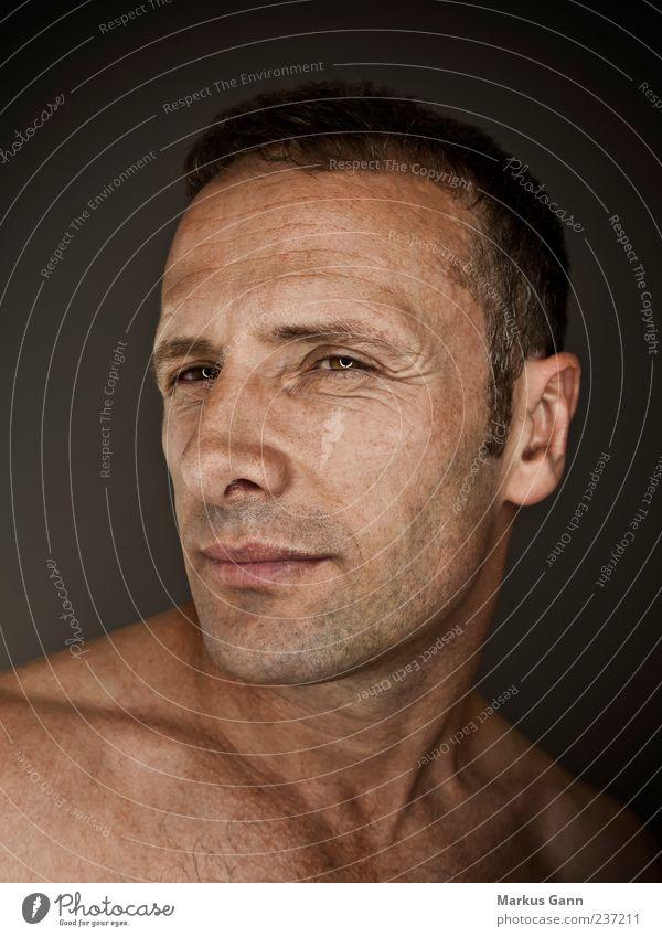 Mann Mensch maskulin Erwachsene Kopf Gesicht 1 30-45 Jahre Kraft Nase Farbfoto Studioaufnahme Kunstlicht Porträt Blick in die Kamera schön Tierhaut