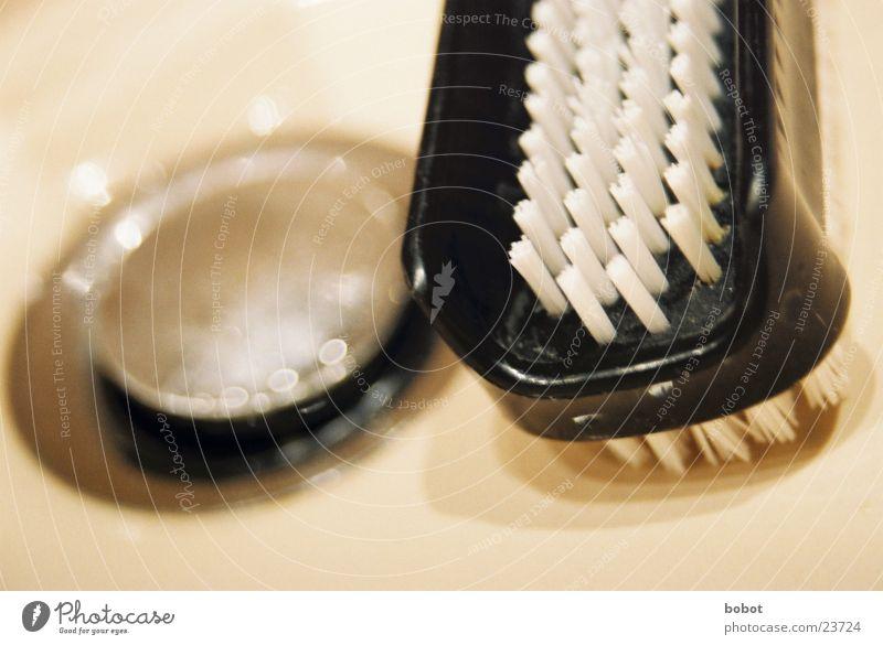 Nageln - Bürsten Bad Sauberkeit Häusliches Leben beige Abfluss Chrom Bürste Borsten