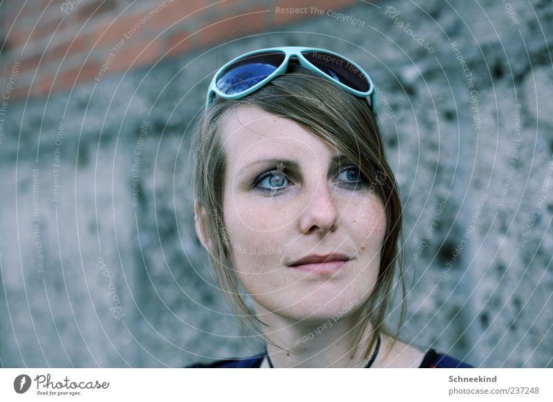... Mensch feminin Junge Frau Jugendliche Erwachsene Kopf Haare & Frisuren Gesicht Auge Nase Mund Lippen 1 18-30 Jahre brünett langhaarig beobachten Wand