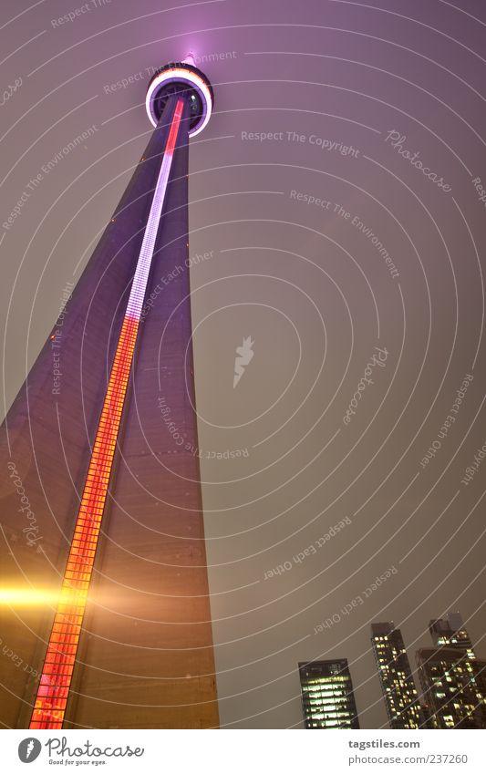 KING SIZE Ferien & Urlaub & Reisen rot Beleuchtung rosa groß Reisefotografie Hochhaus Turm Wahrzeichen Sightseeing Kanada gigantisch Lichtstrahl Größe Toronto